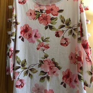 Tops - NWOT Rose printed blouse